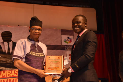 Hafiz Oyetoro receives his award at The Ambassadors Summit 2.0